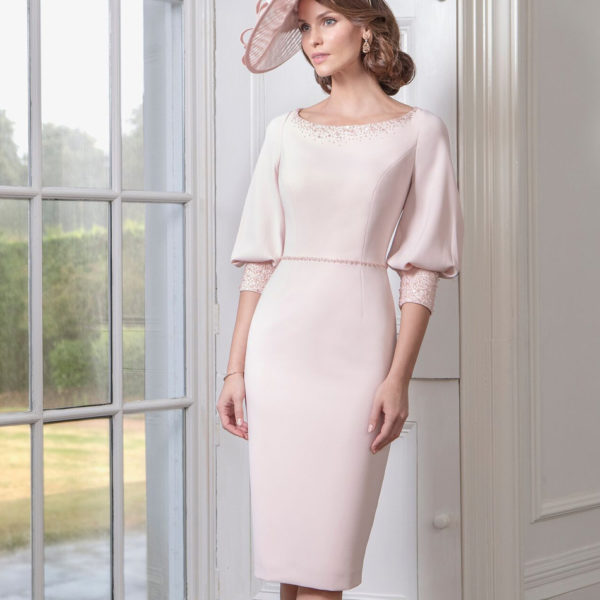 Sleeved dress in blush