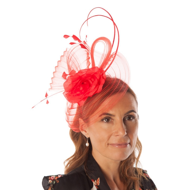 Red fascinator with flower snooty frox